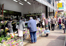 墓参用生花販売にも力を入れています。